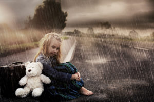 Kleines Mädchen auf der Strasse